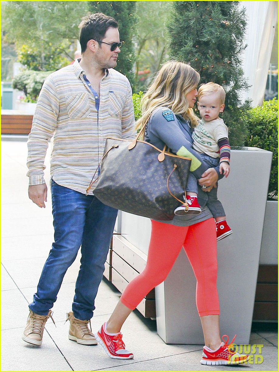 hilary duff mike comrie family breakfast with luca 122844741