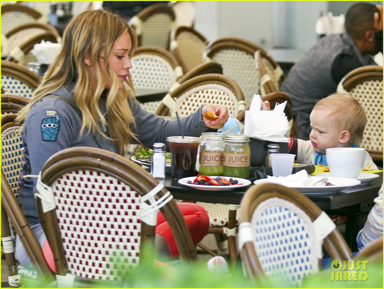 hilary duff mike comrie family breakfast with luca 142844743