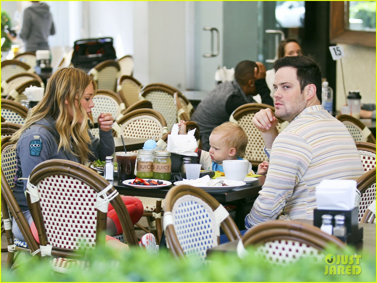 hilary duff mike comrie family breakfast with luca 152844744