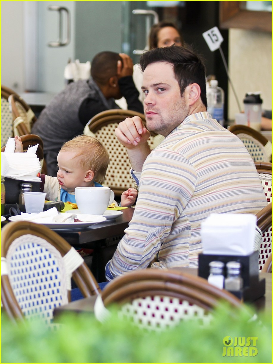 hilary duff mike comrie family breakfast with luca 162844745
