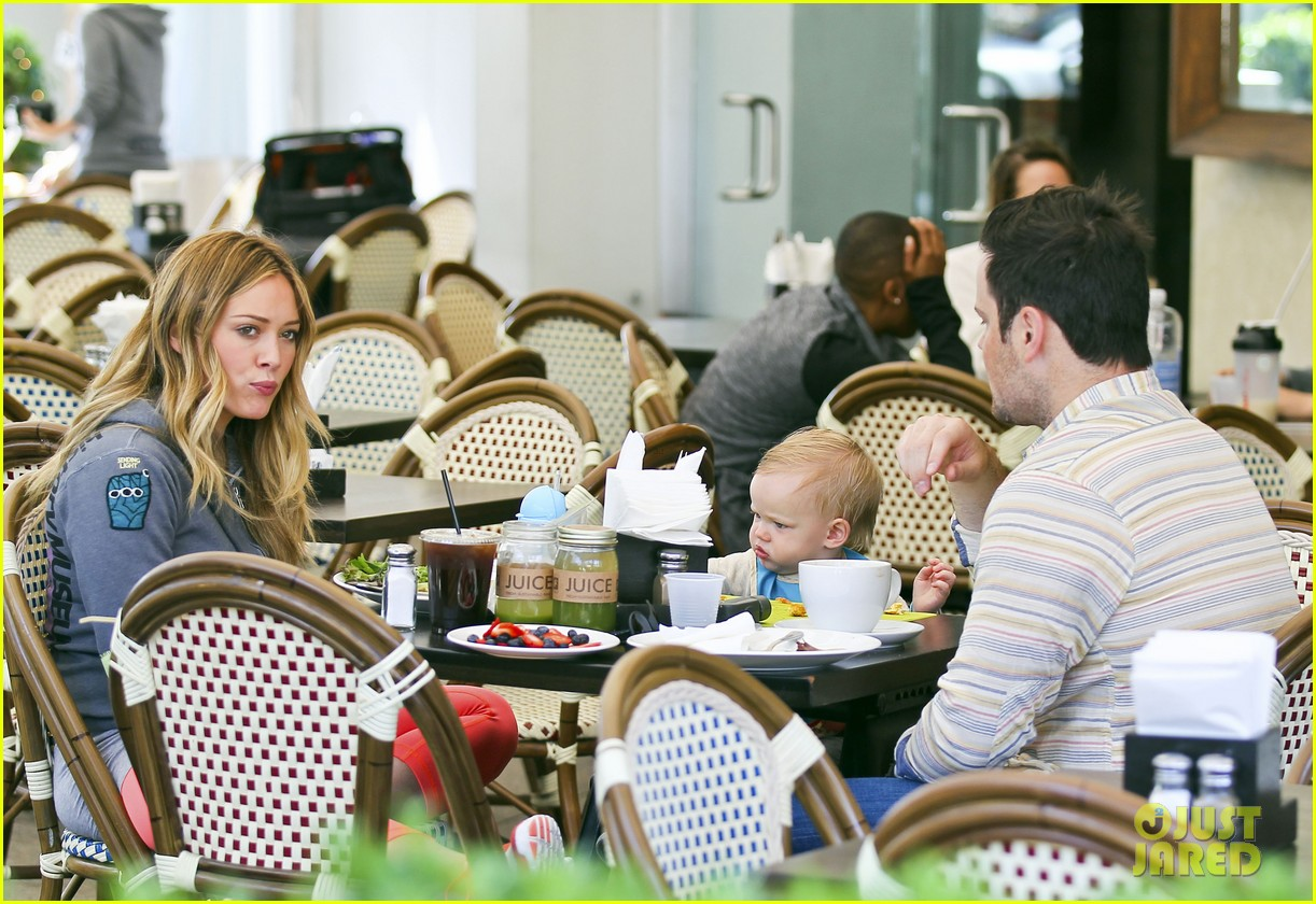 hilary duff mike comrie family breakfast with luca 172844746