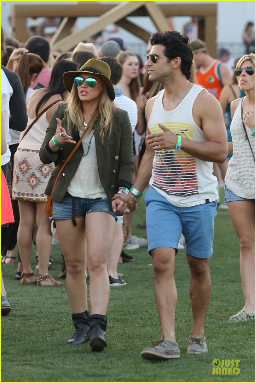 hilary duff mike comrie coachella with sister haylie 012848693