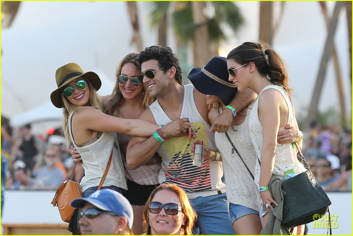 hilary duff mike comrie coachella with sister haylie 022848694