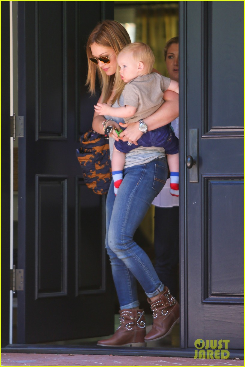 hilary duff sunny afternoons with baby luca 012853568