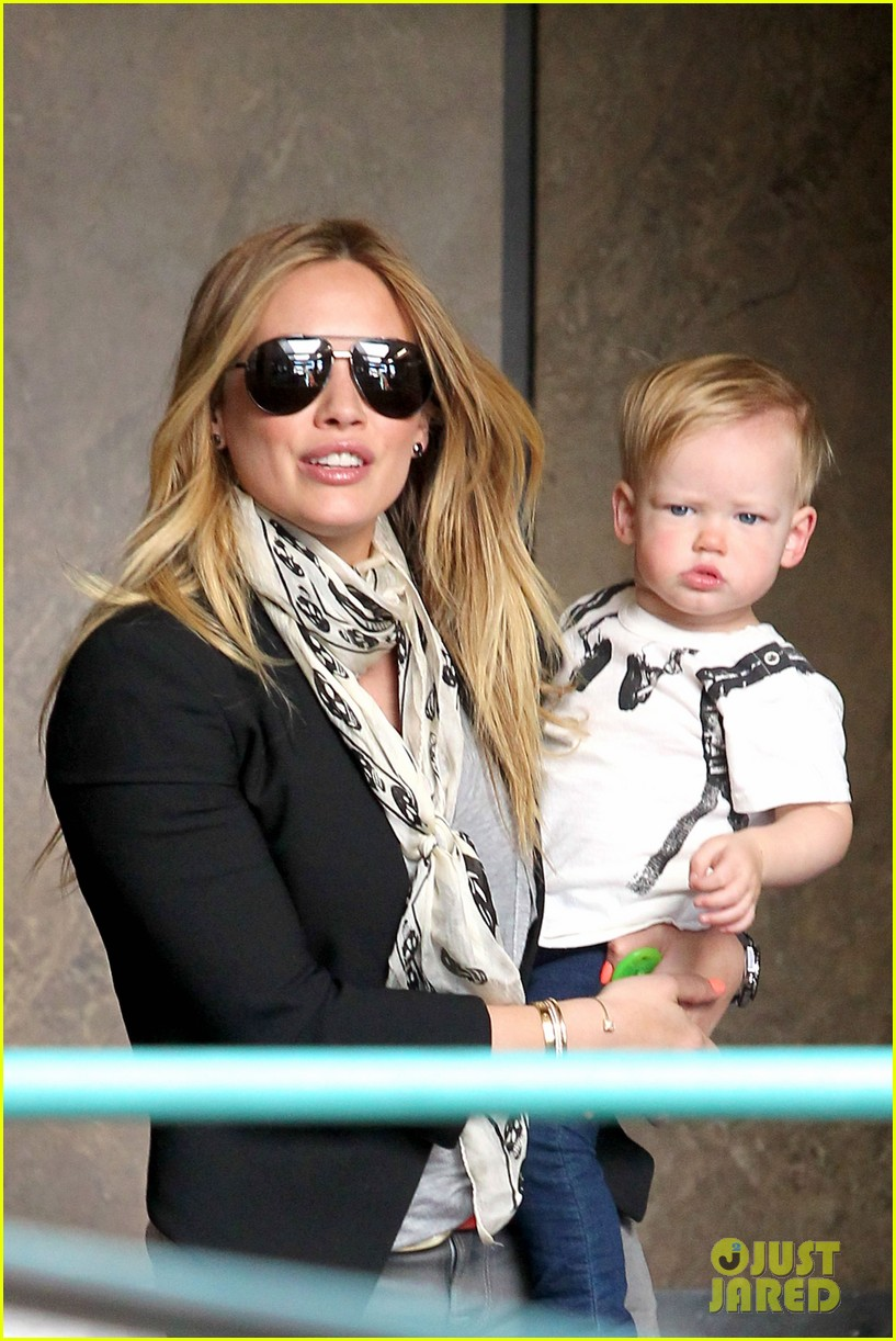 hilary duff sunny afternoons with baby luca 022853569