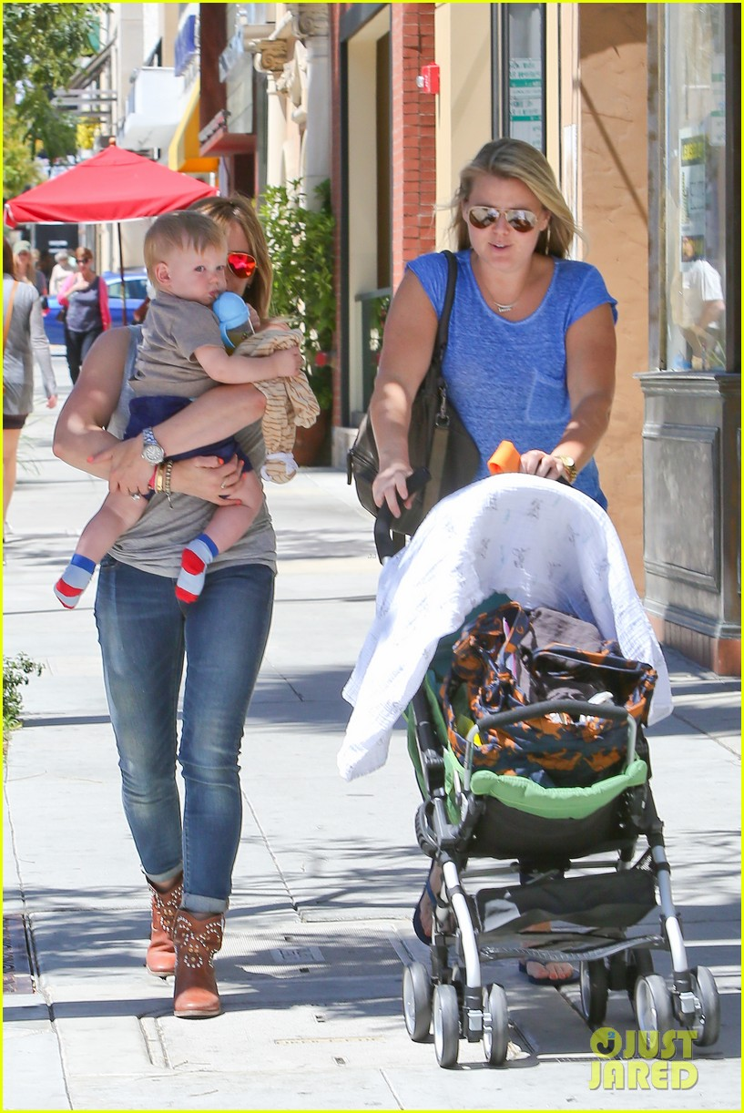hilary duff sunny afternoons with baby luca 032853570