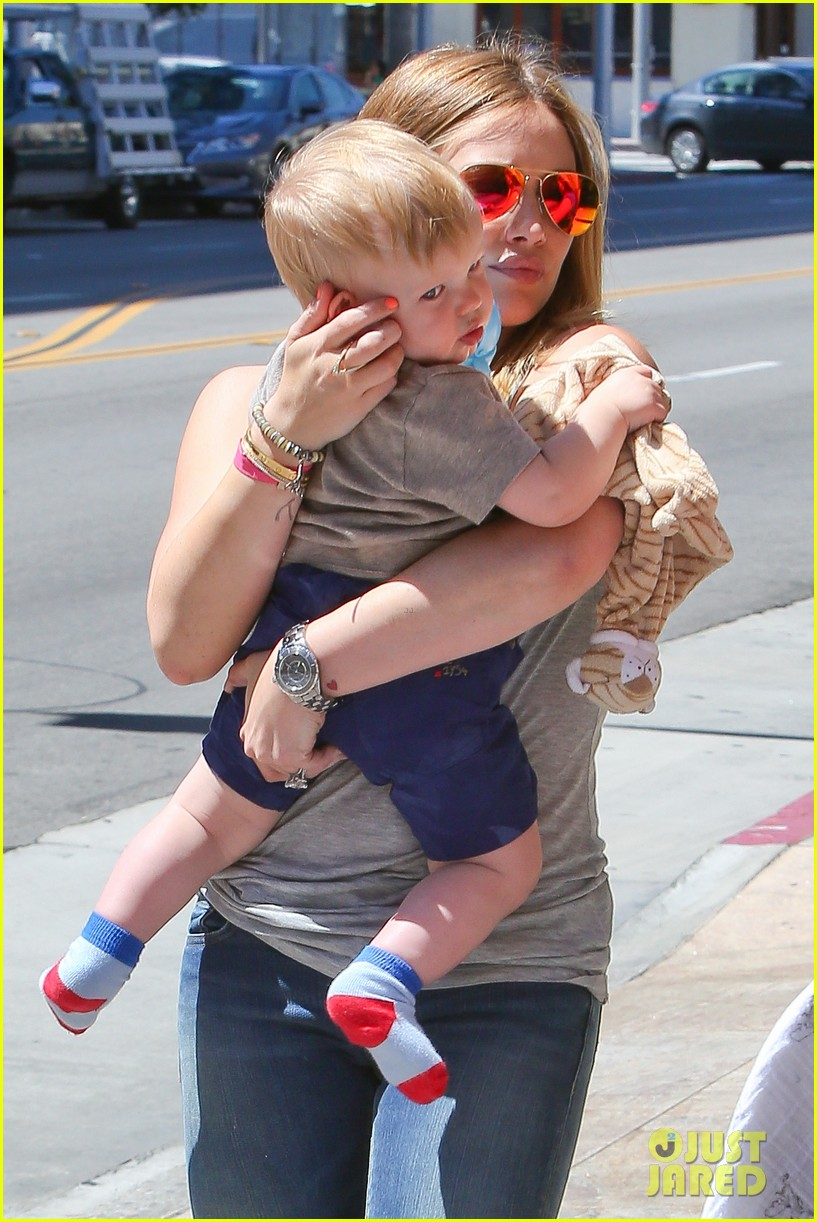 hilary duff sunny afternoons with baby luca 042853571