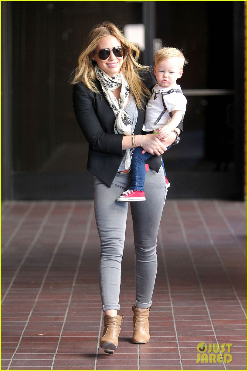 hilary duff sunny afternoons with baby luca 062853573