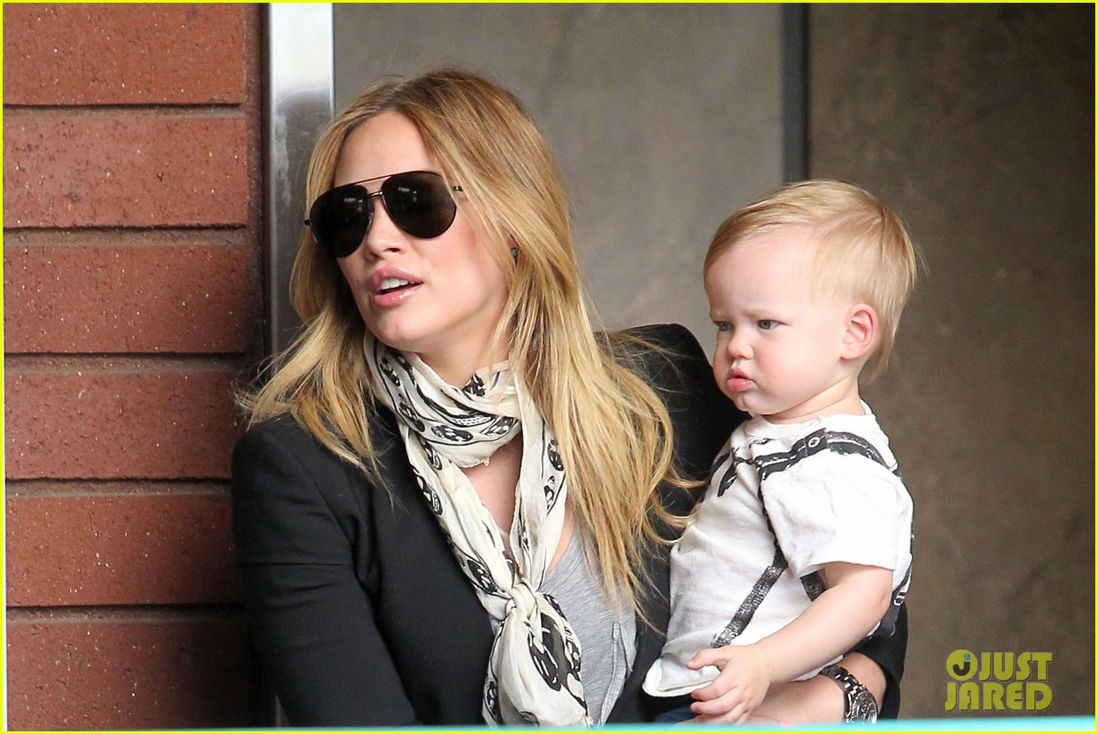 hilary duff sunny afternoons with baby luca 142853581