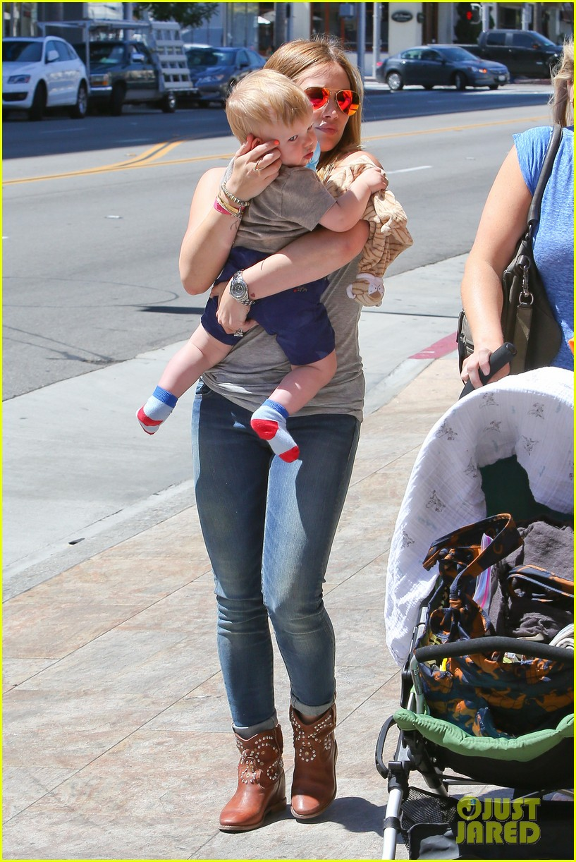 hilary duff sunny afternoons with baby luca 192853586