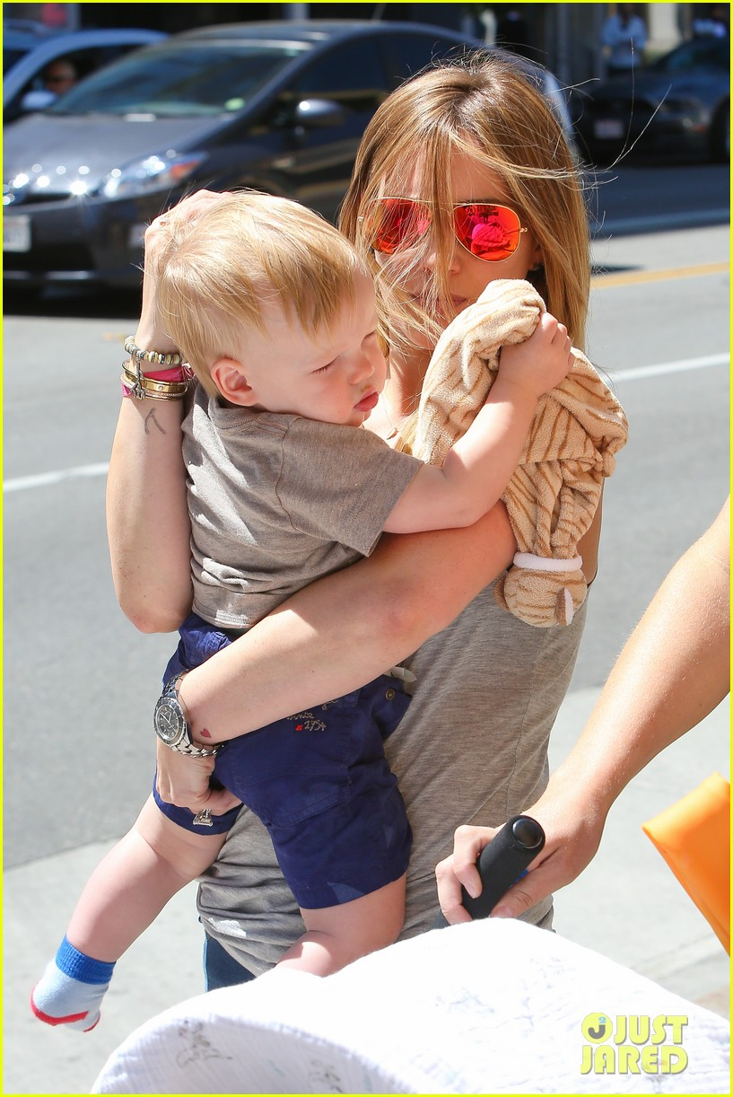hilary duff sunny afternoons with baby luca 262853593