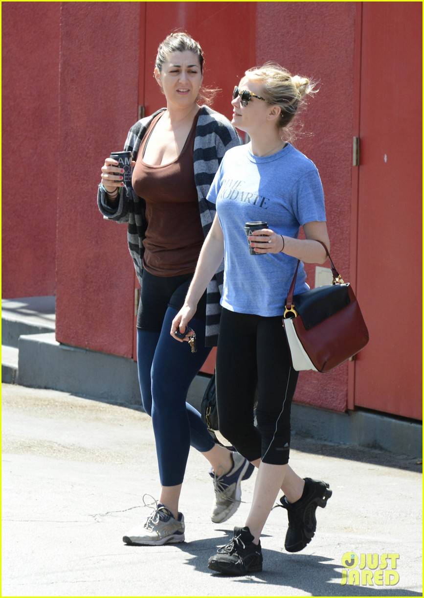 kirsten dunst vegan lunch stop 102842052