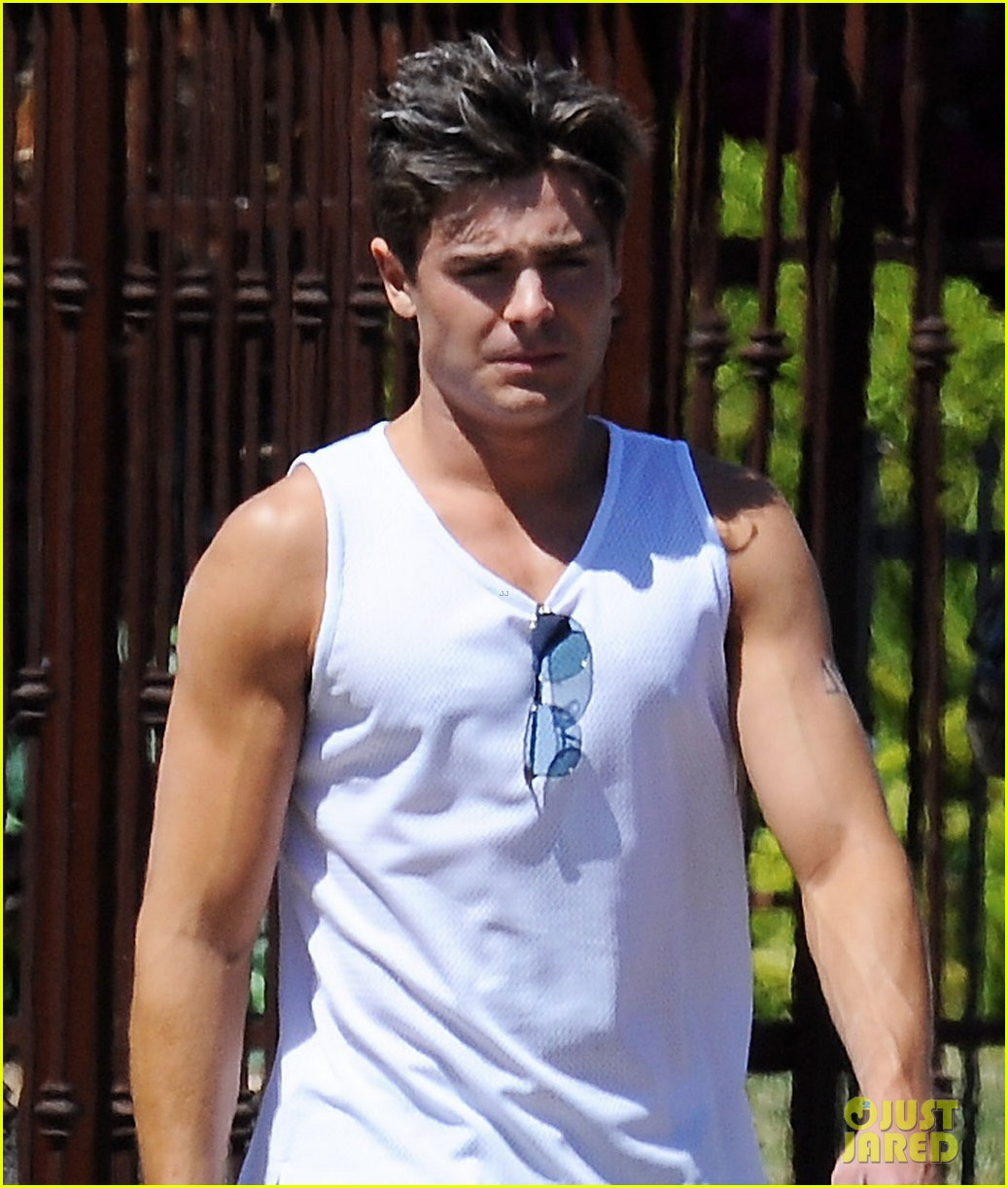 zac efron muscle man on townies set 012847875