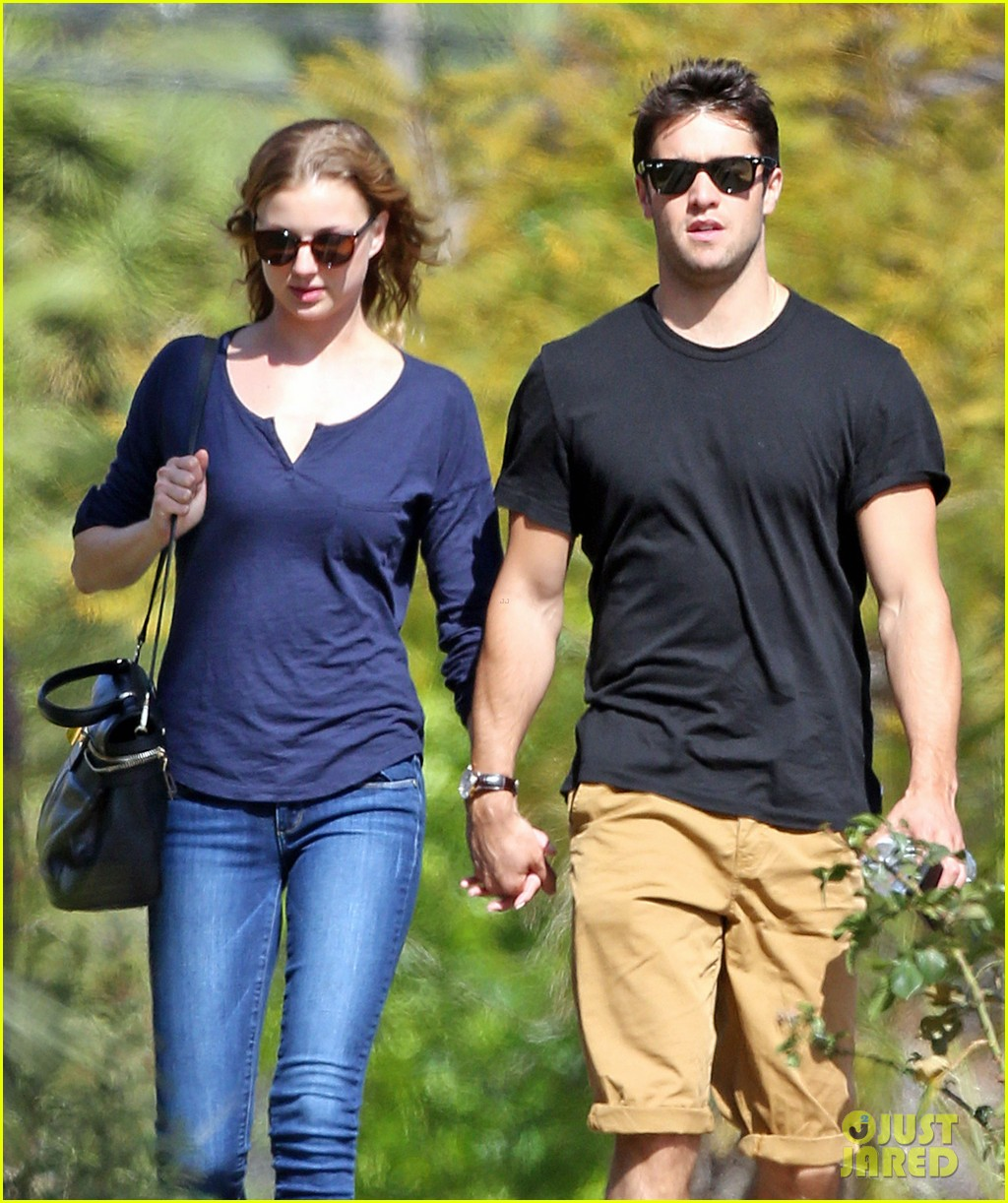 emily vancamp joshua bowman lunching lovebirds 022859124