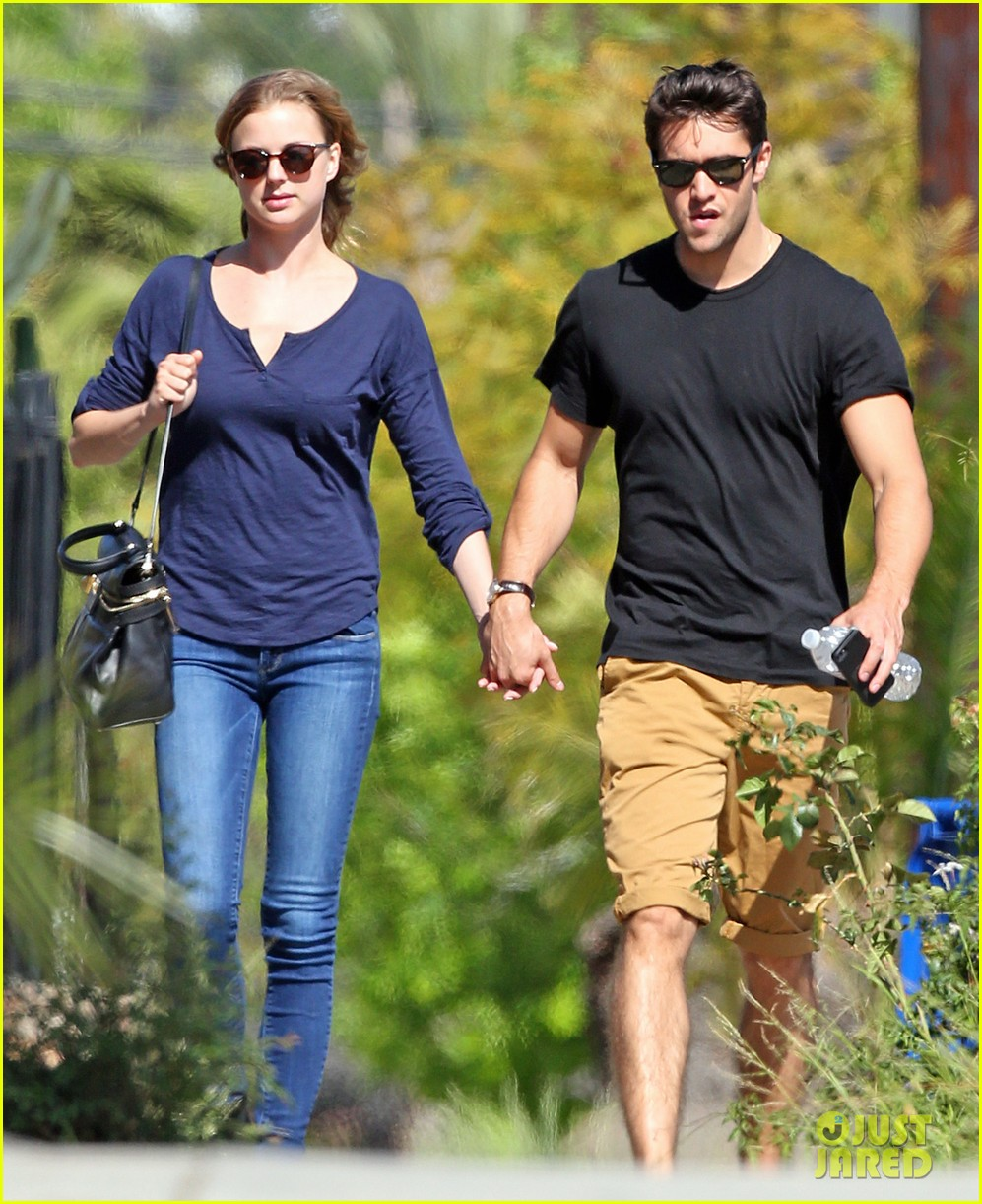 emily vancamp joshua bowman lunching lovebirds 07