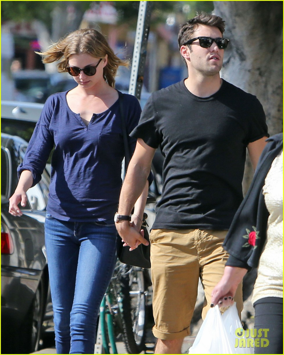 emily vancamp joshua bowman lunching lovebirds 102859132
