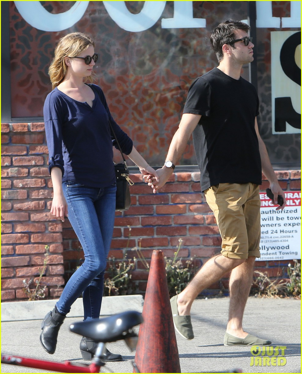 emily vancamp joshua bowman lunching lovebirds 112859133