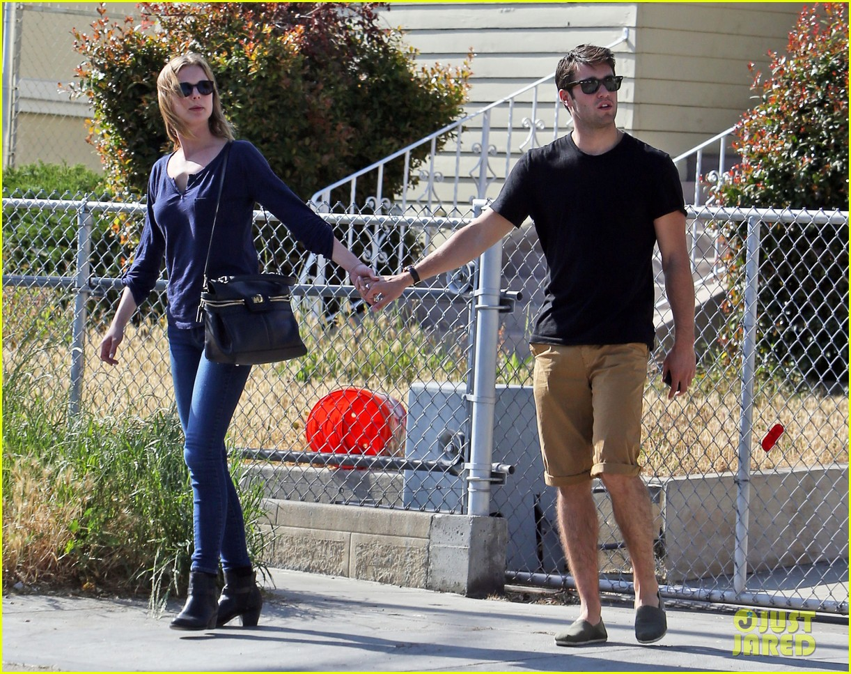 emily vancamp joshua bowman lunching lovebirds 142859136