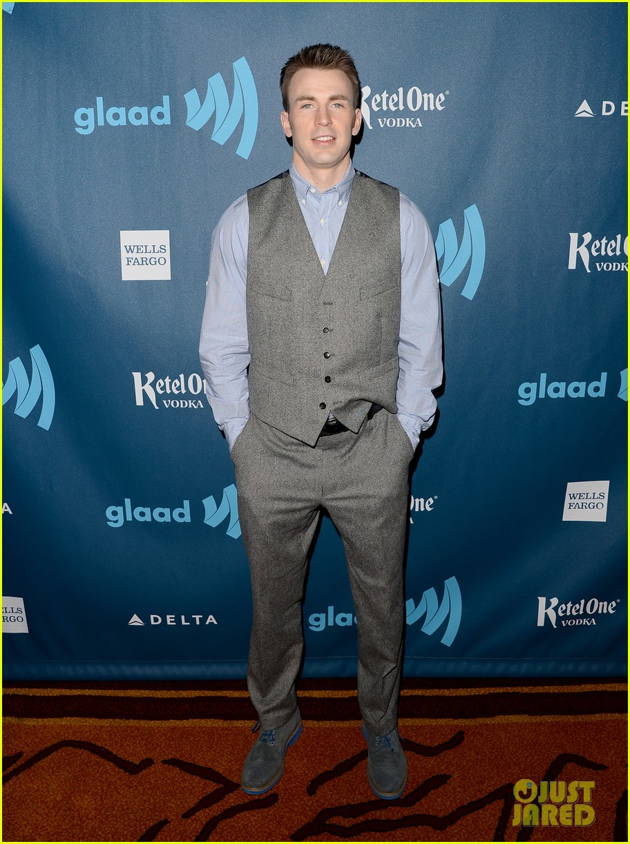 chris evans glaad media awards 2013 with brother scott 01