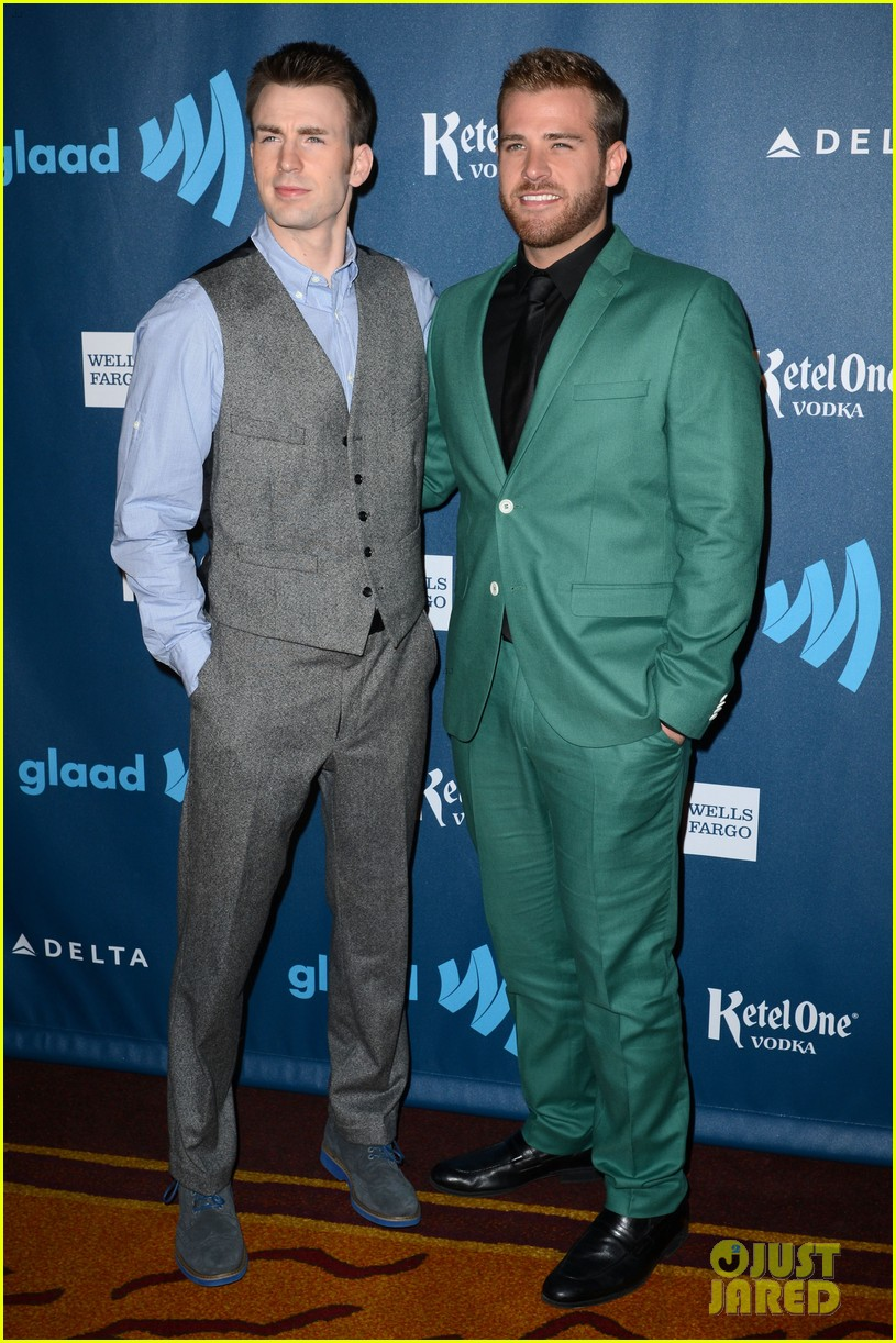 chris evans glaad media awards 2013 with brother scott 032854333