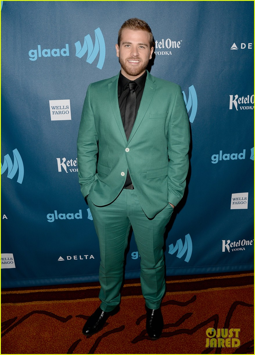 chris evans glaad media awards 2013 with brother scott 102854340