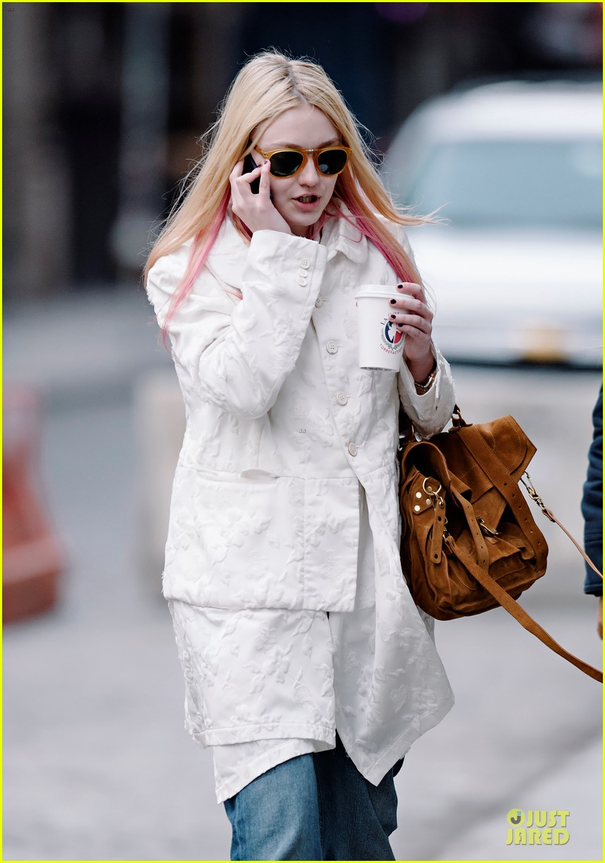 dakota fanning pink haired phone chatter 022844174