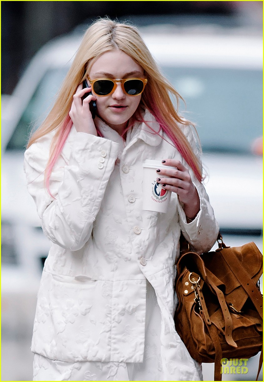 dakota fanning pink haired phone chatter 052844177