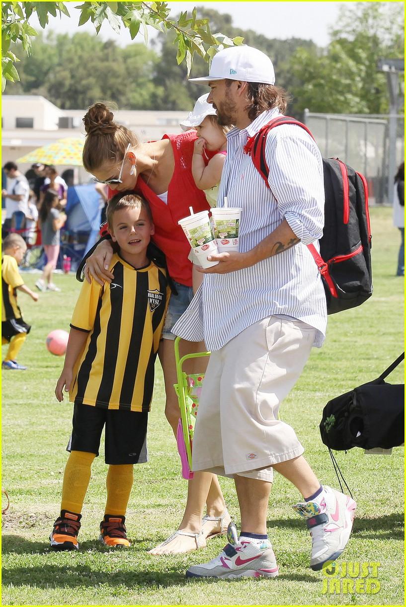 kevin federline cheers sean preston jayden james soccer games 022845317