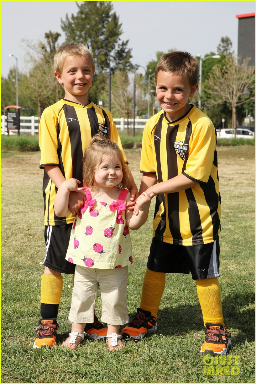 kevin federline cheers sean preston jayden james soccer games 032845318