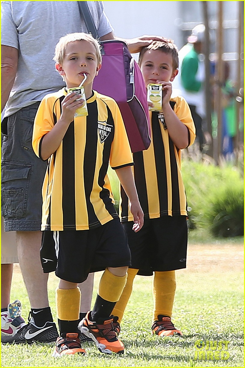 kevin federline cheers sean preston jayden james soccer games 052845320