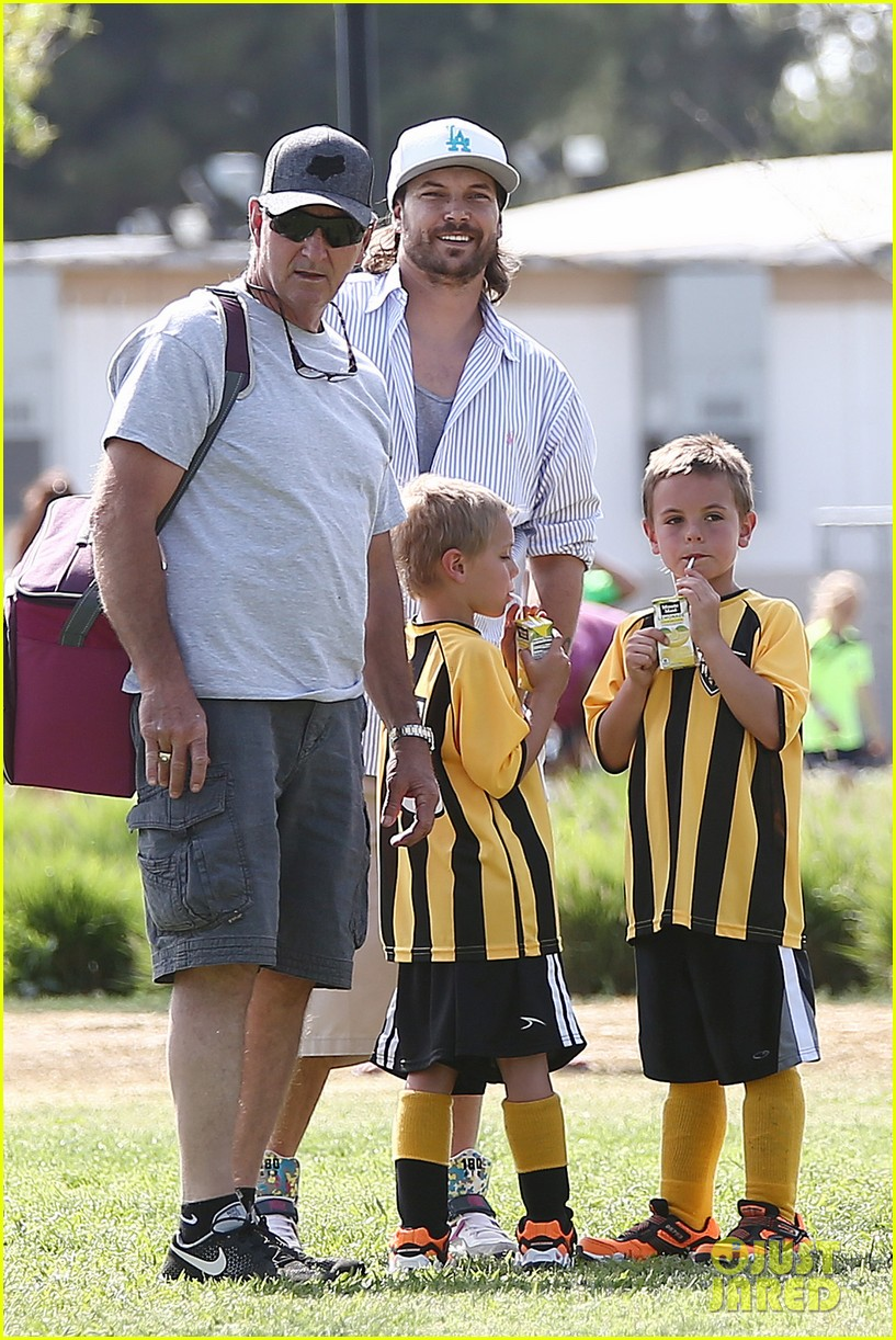 kevin federline cheers sean preston jayden james soccer games 062845321