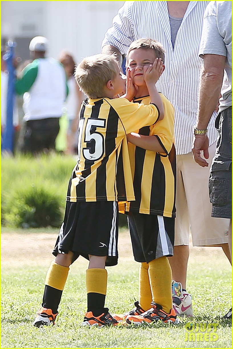 kevin federline cheers sean preston jayden james soccer games 072845322