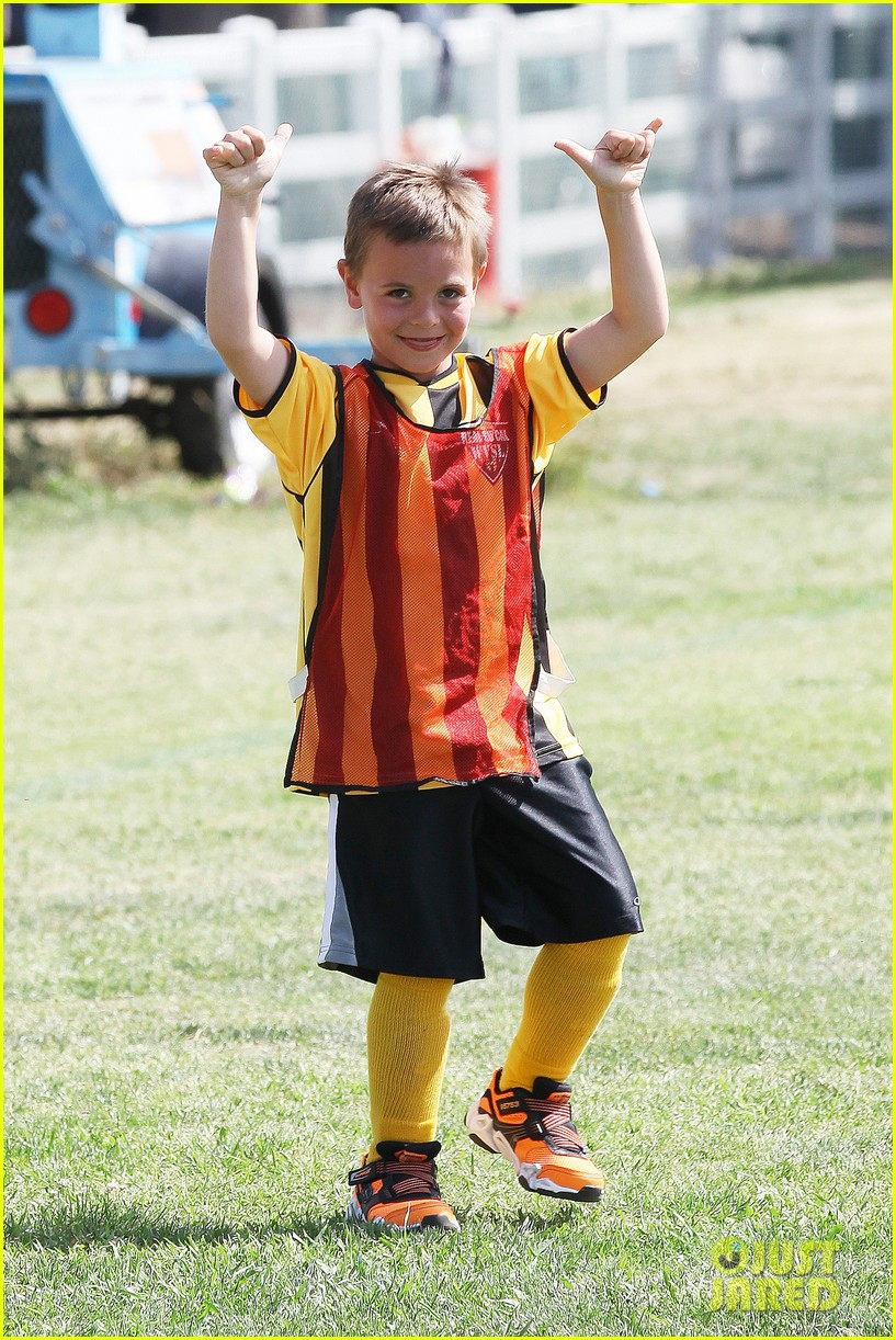 kevin federline cheers sean preston jayden james soccer games 08