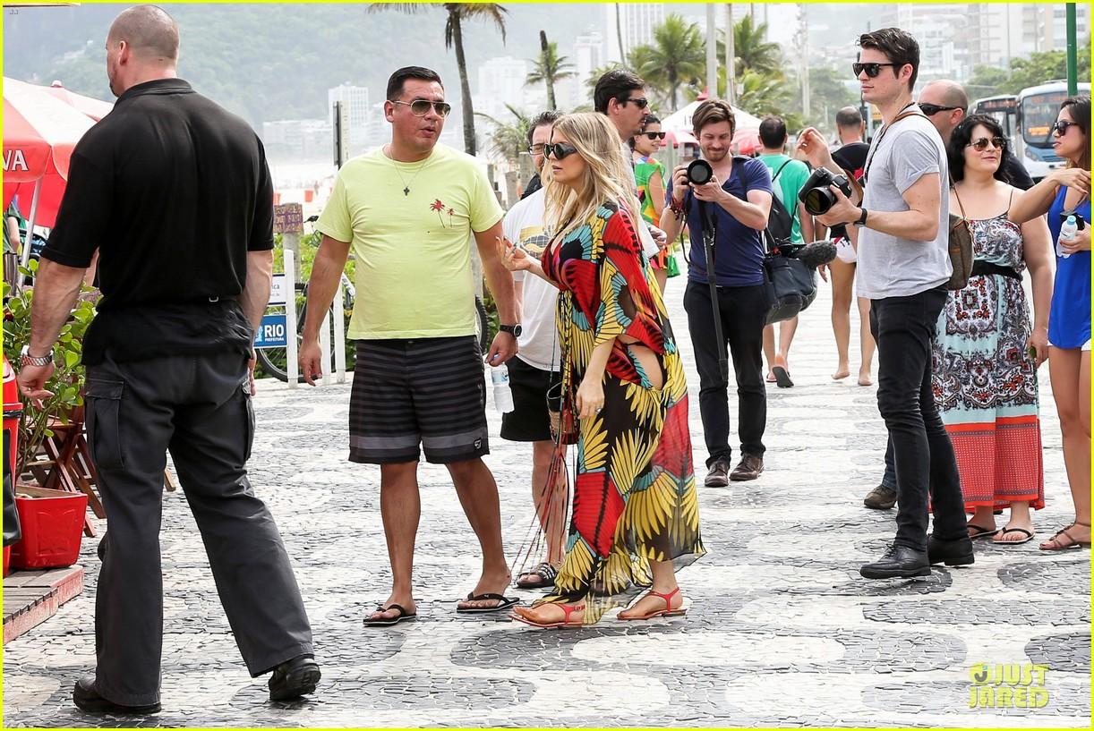 fergie pregnant brazilian beach stroll 222843894
