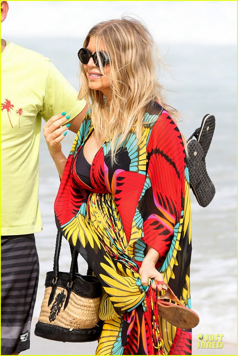 fergie pregnant brazilian beach stroll 232843895