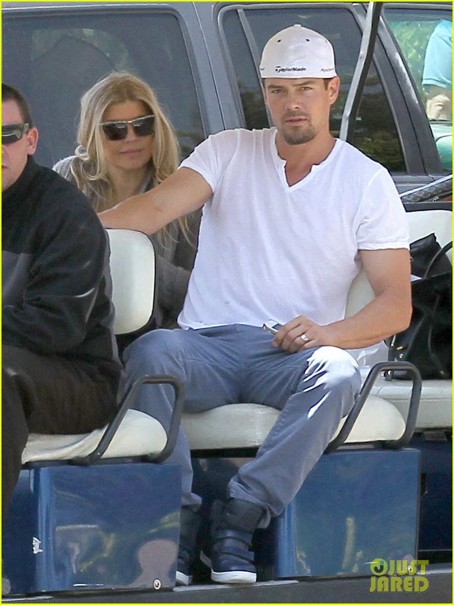 pregnant fergie sisters wedding with josh duhamel 032860114