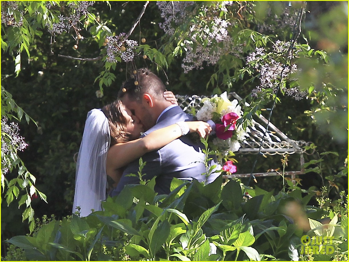 pregnant fergie sisters wedding with josh duhamel 122860123