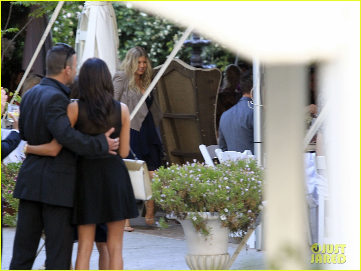 pregnant fergie sisters wedding with josh duhamel 132860124