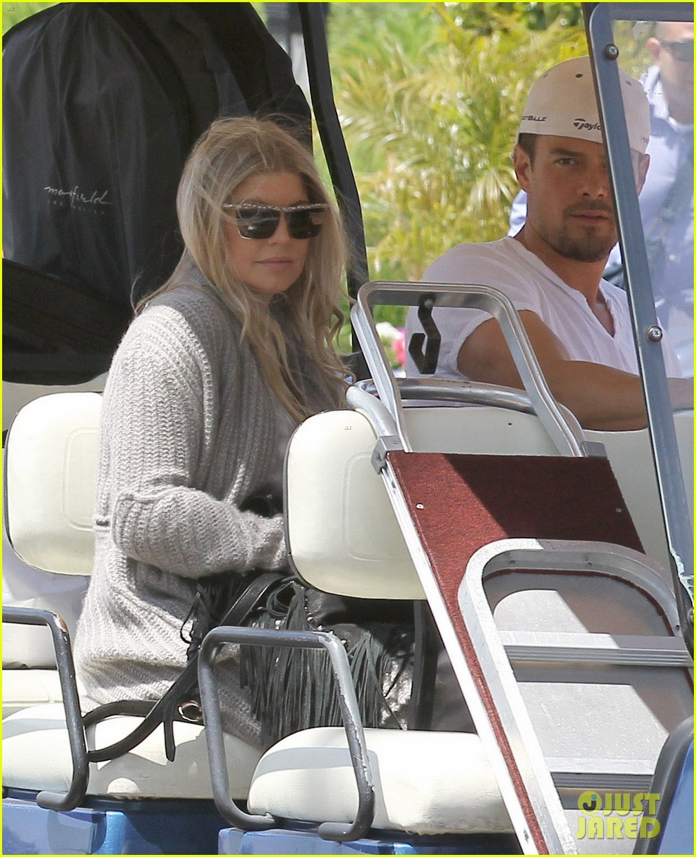 pregnant fergie sisters wedding with josh duhamel 242860135