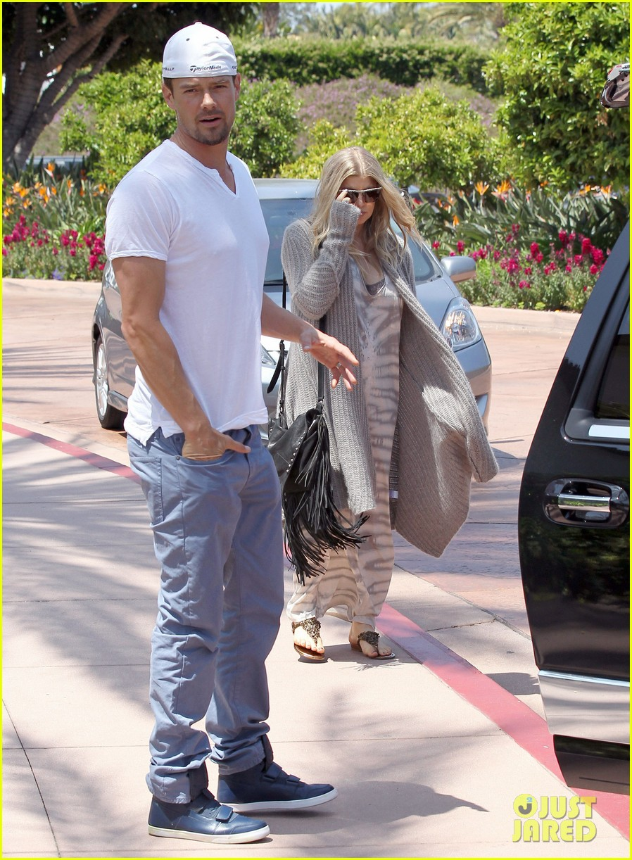 pregnant fergie sisters wedding with josh duhamel 332860144