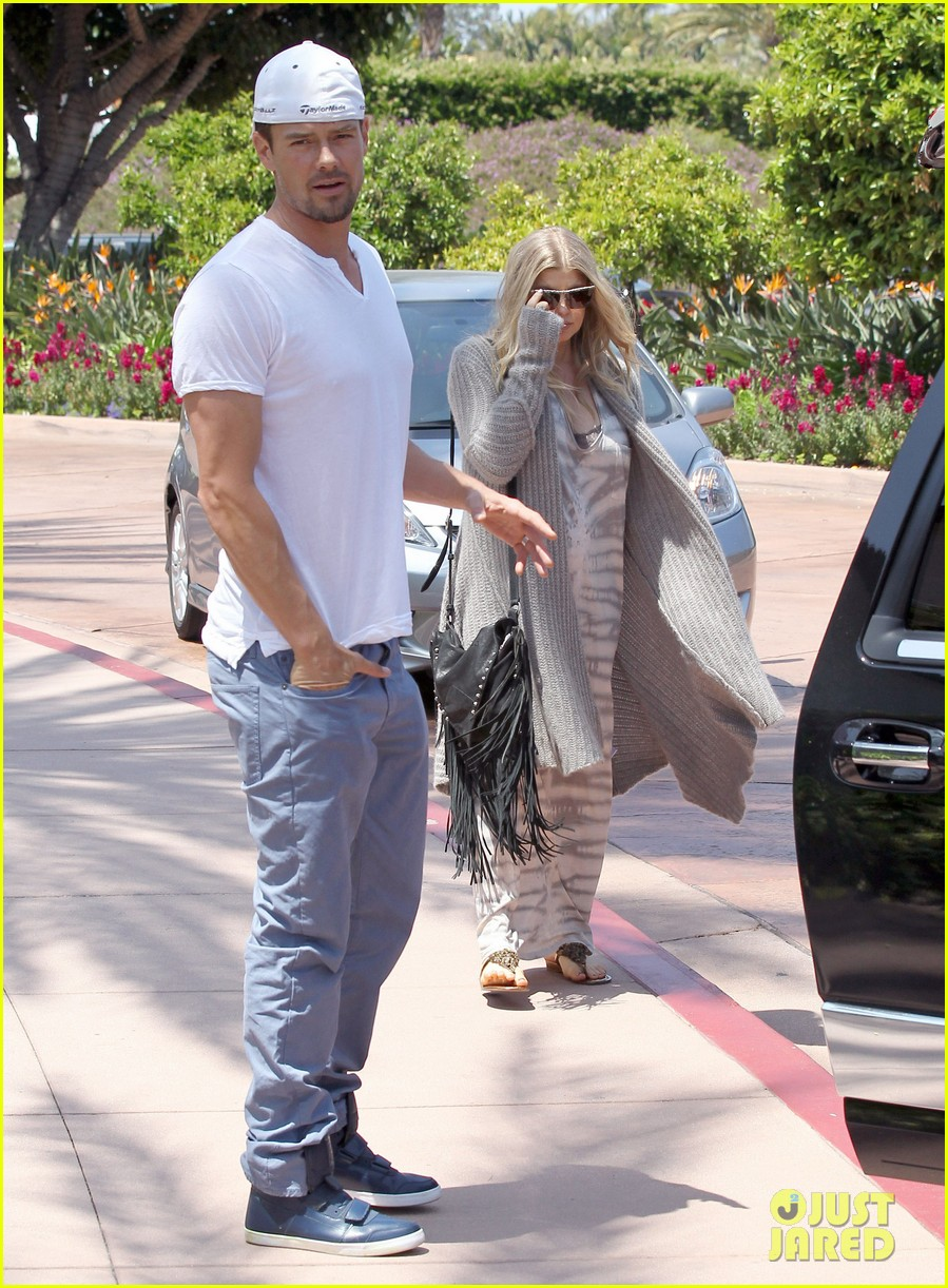 pregnant fergie sisters wedding with josh duhamel 342860145