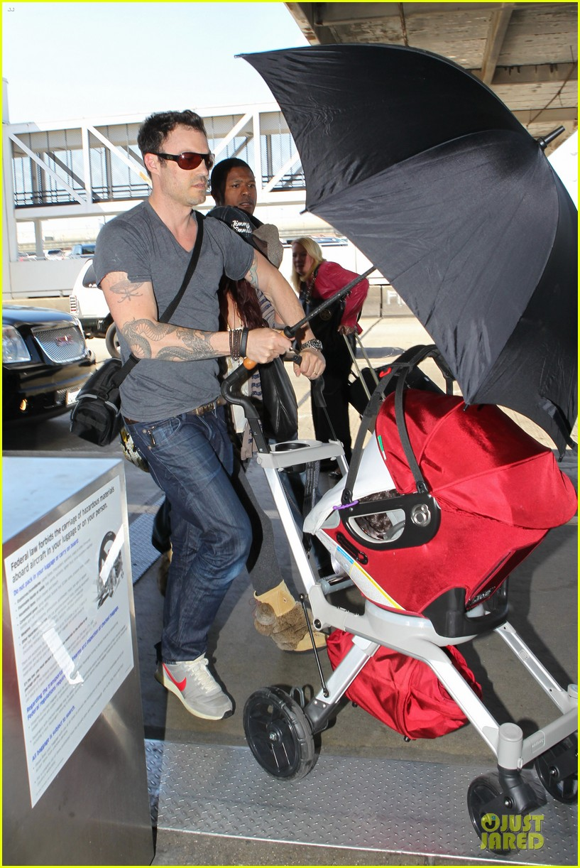 megan fox brian austin green lax departure with noah 042856048