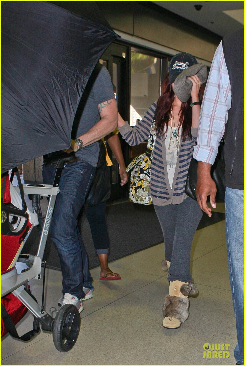 megan fox brian austin green lax departure with noah 09