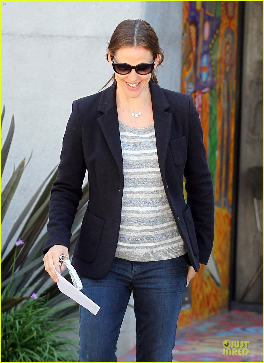 jennifer garner seraphina cafe stopping duo 042856705