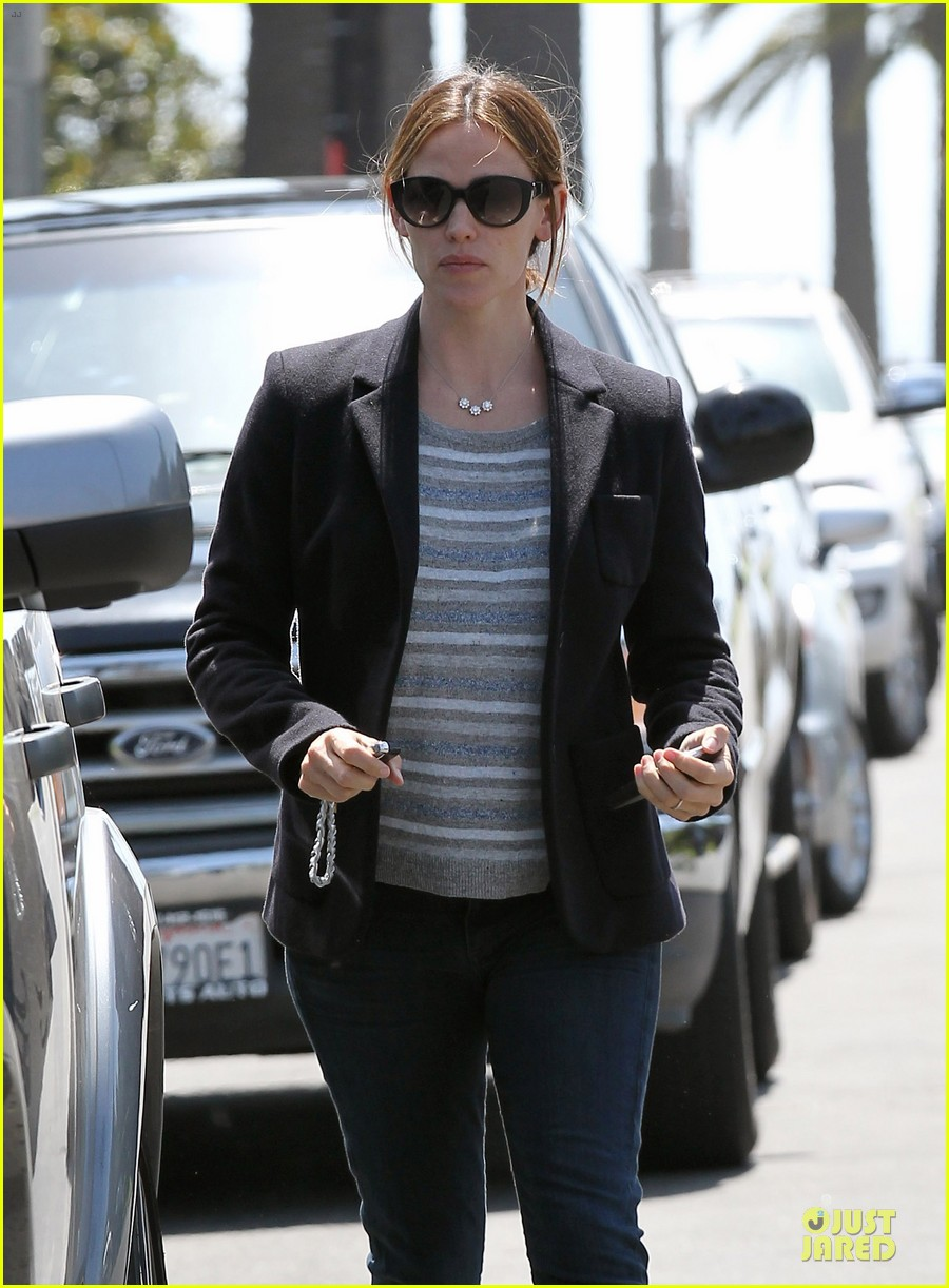 jennifer garner seraphina cafe stopping duo 10