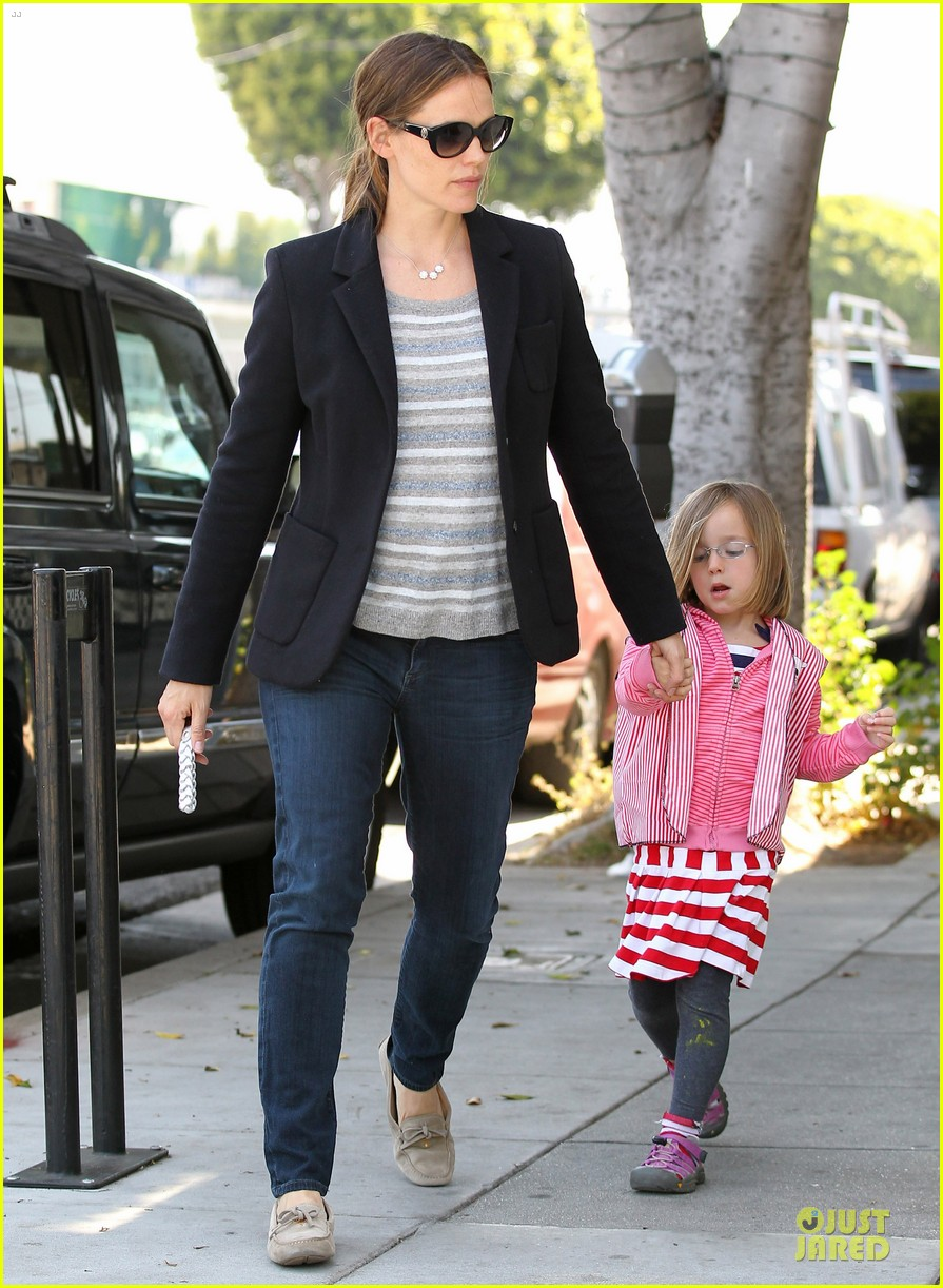 jennifer garner seraphina cafe stopping duo 152856716
