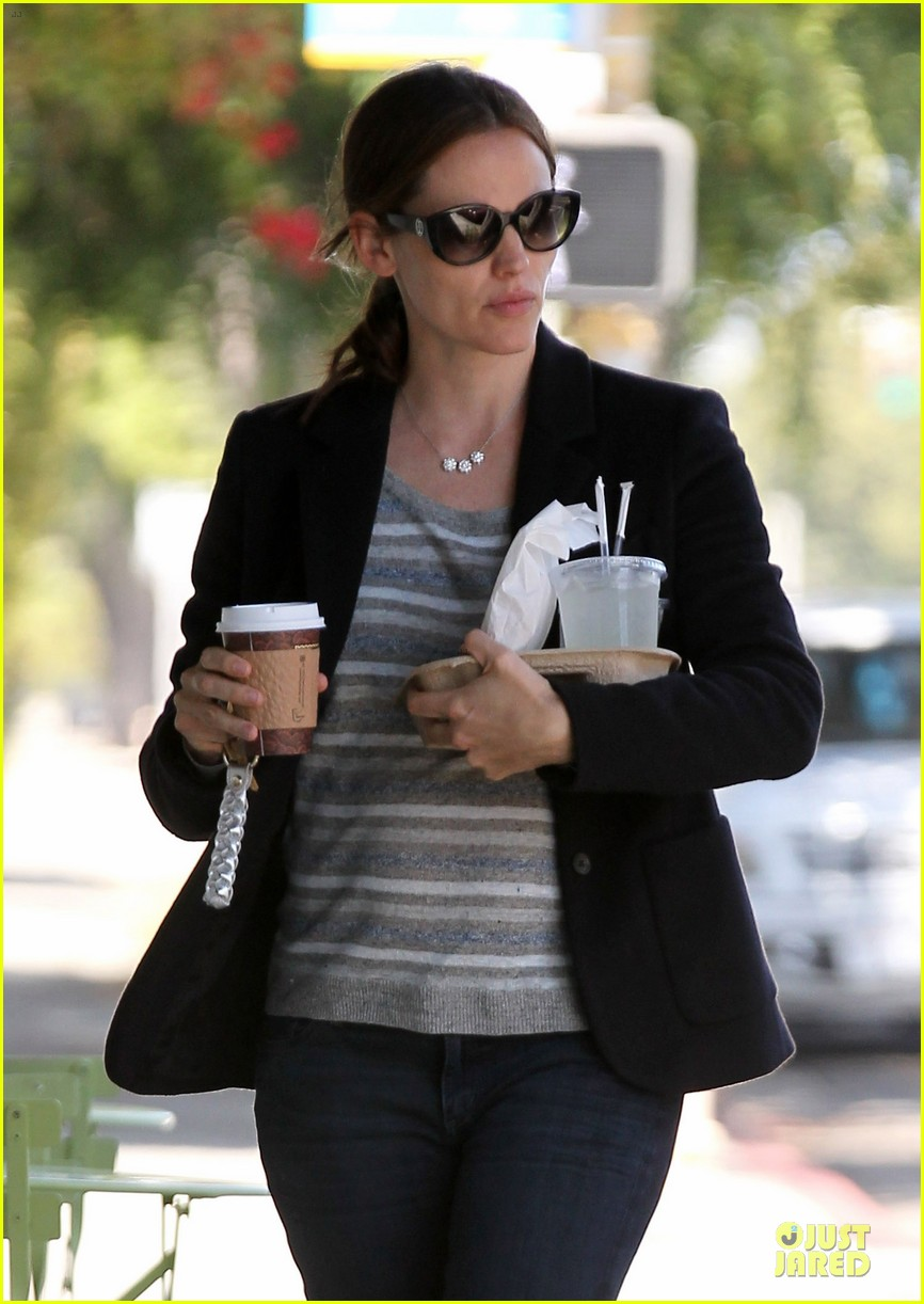 jennifer garner seraphina cafe stopping duo 17