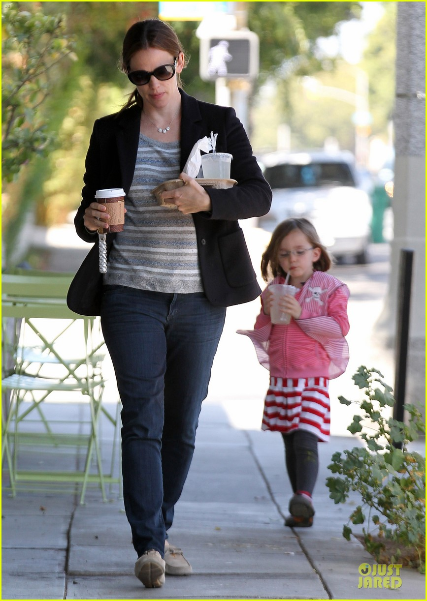 jennifer garner seraphina cafe stopping duo 182856719