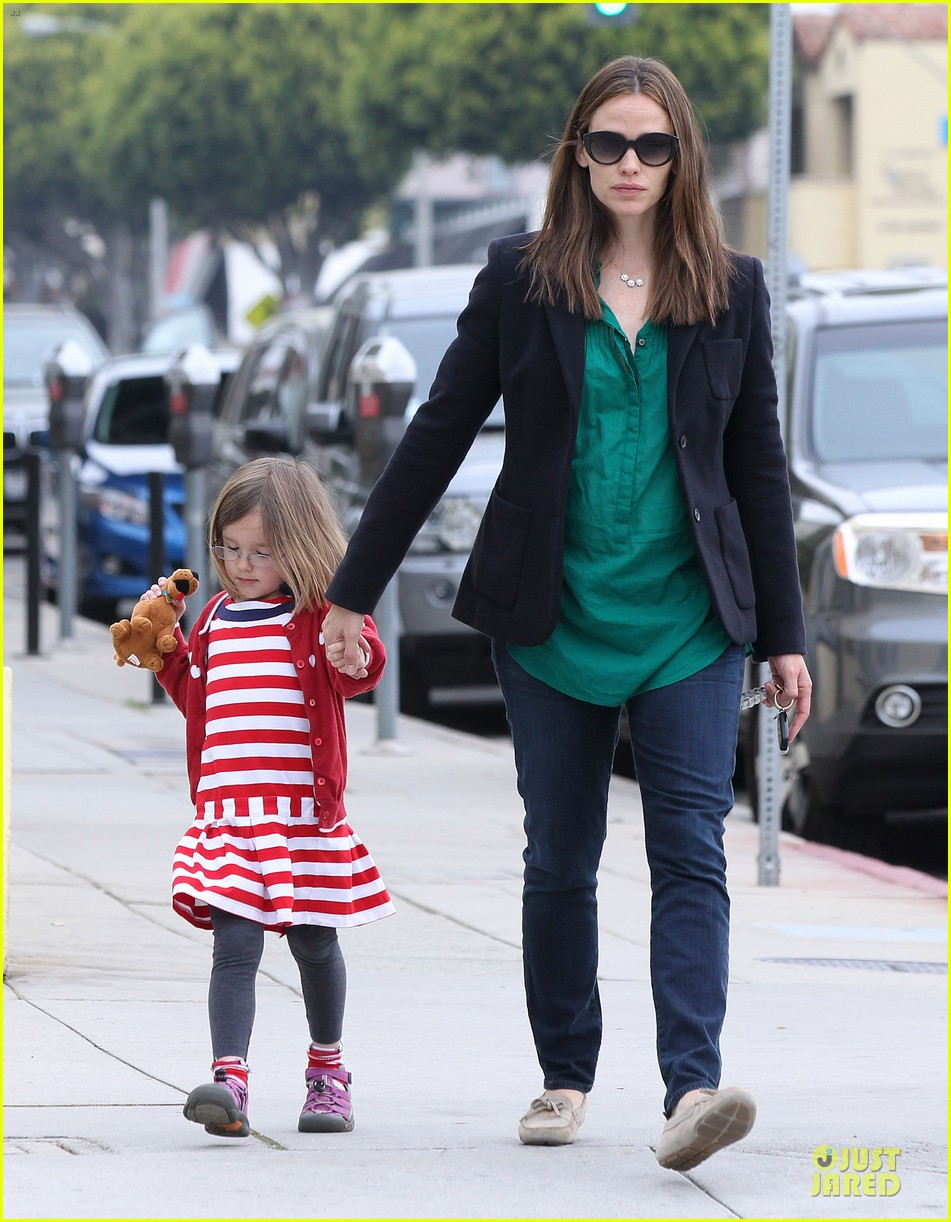 jennifer garner seraphina cafe stopping duo 282856729