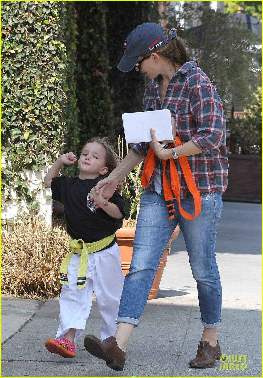 jennifer garner celebrity culture is so silly 032844464